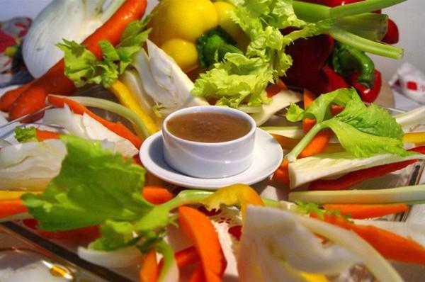 Bagna caoda das symbol der piemontesischen küche italyrivieralps