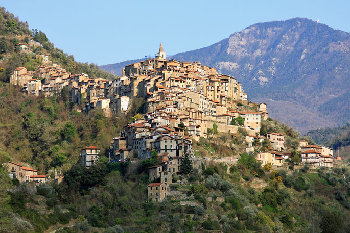Apricale panorama, credit Awd
