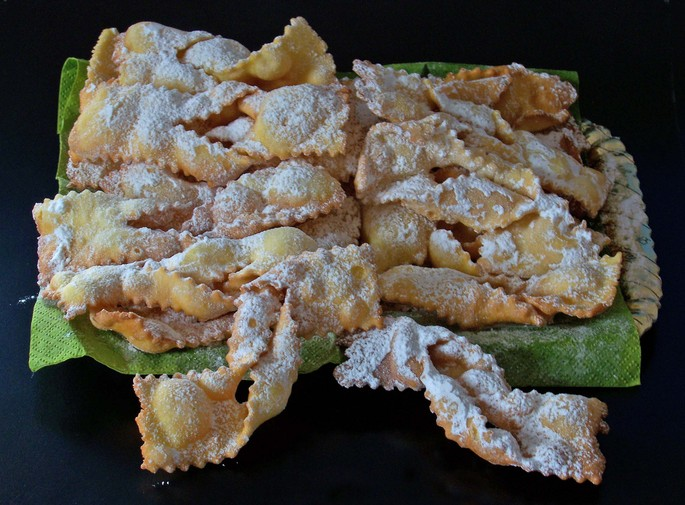 Carnival typical pastries: the recipes of the province of Cuneo