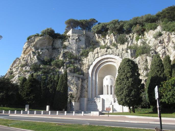 8 мая во Франции - это национальный праздник: отмечается 74-я годовщина Победы во Второй мировой войне