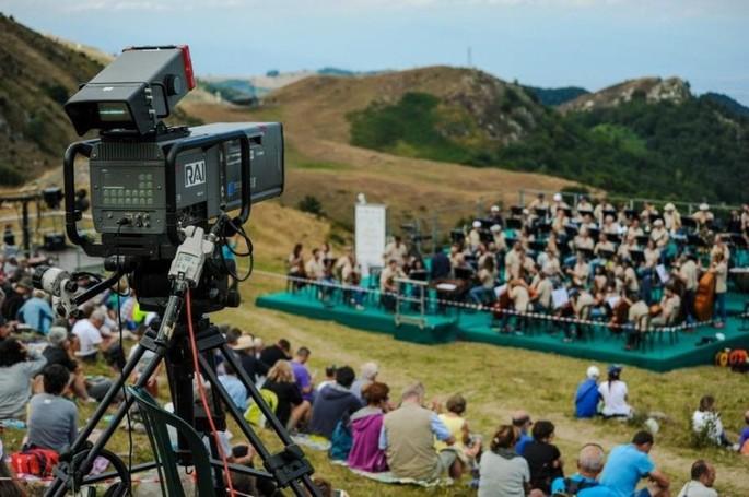 10 лет спустя концерт Ferragosto возвращается в горы Лимоне