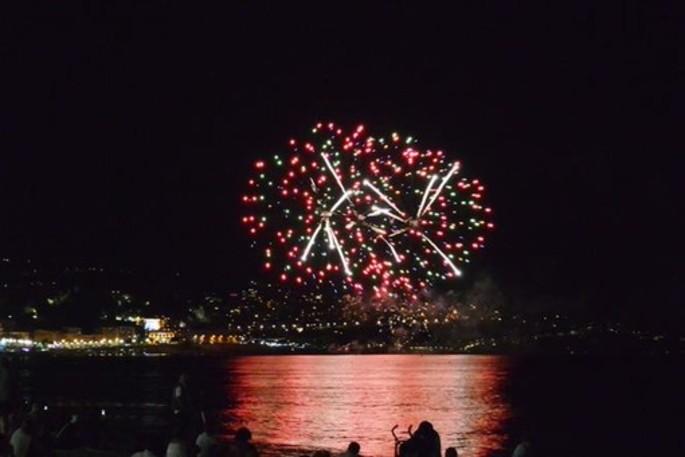 Середина августа в Ницце: фейерверк и фольклор