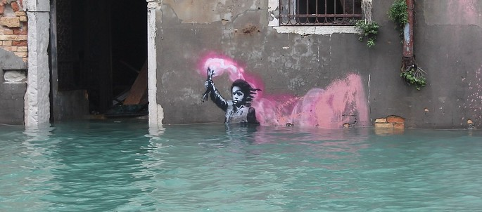 Drowning child in Venice, credit Marconatolli